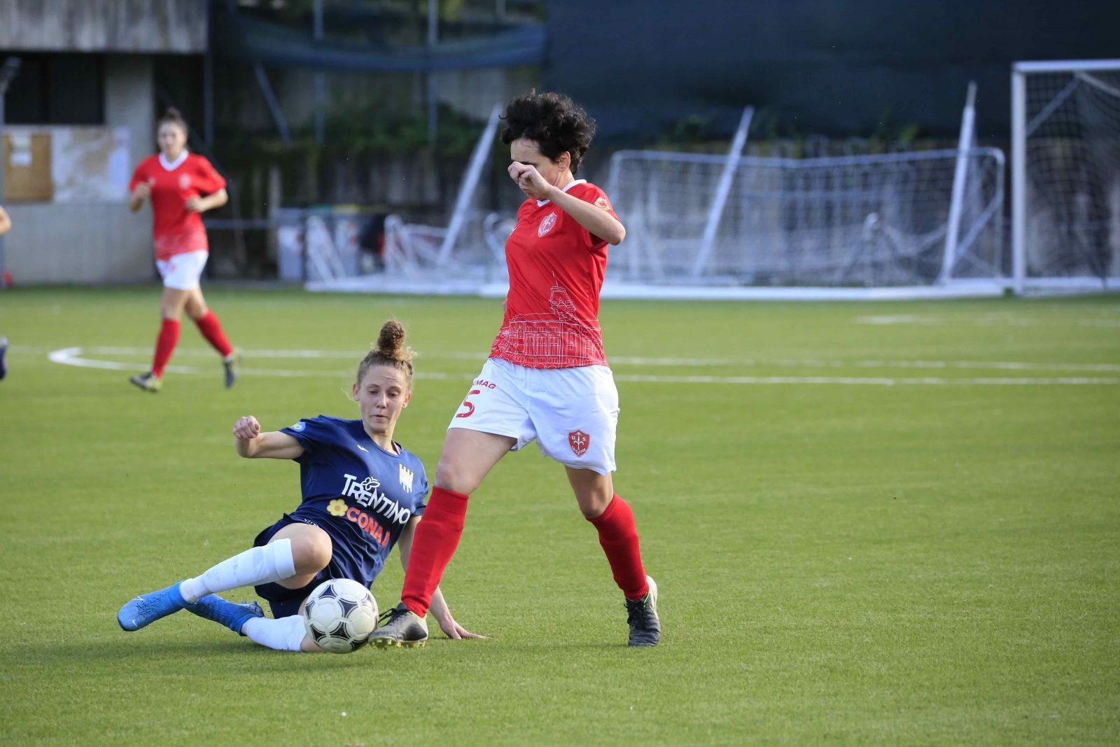 Carolina Poli in azione nella partita Trento Calcio Femminile vs Isera