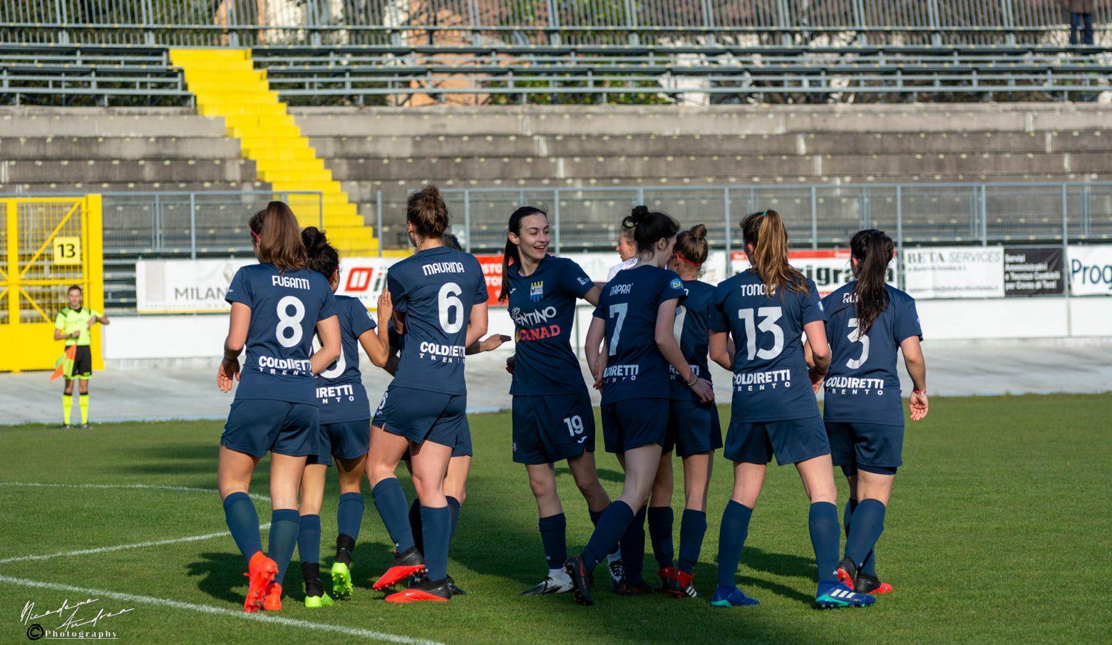 Esultanza di squadra dopo il gol del Trento Calcio Femminile nella partita contro il Portogruaro (Serie C - Girone B)